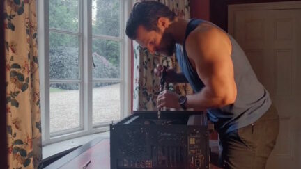 henry cavill builds a computer