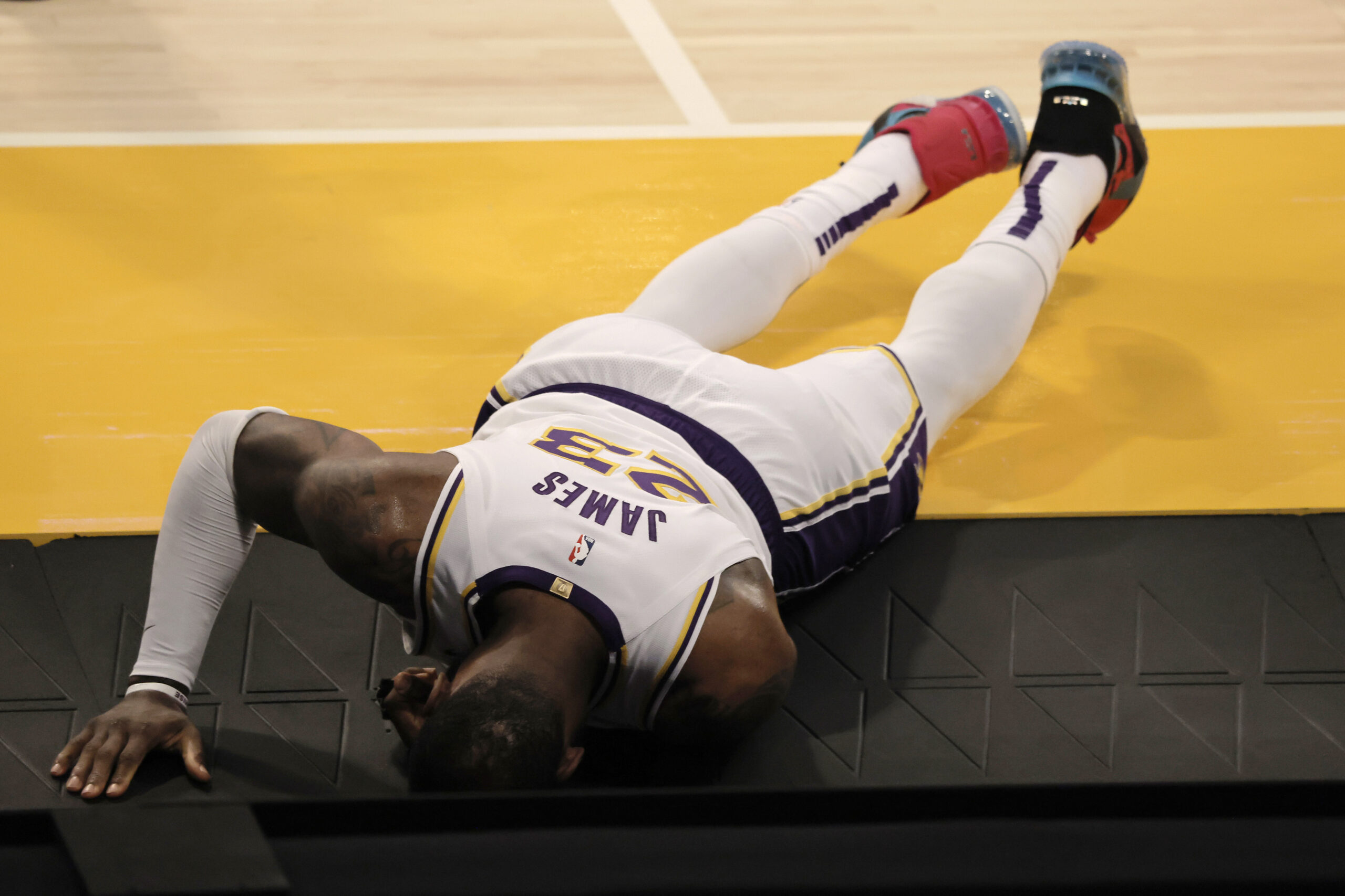 JUST IN: LeBron James Reportedly Out Indefinitely After High Right Ankle Sprain